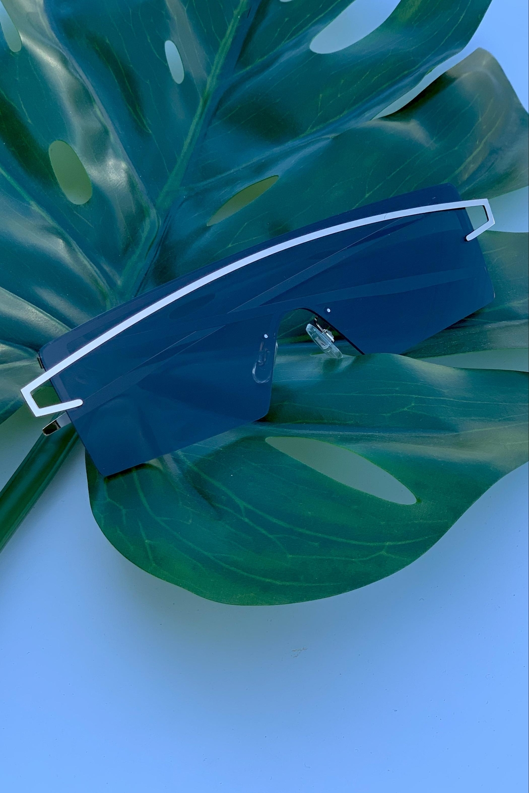 Chynna Dolls Silver Sunglasses - Front Cropped Image