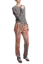 Clara Kaesdorf Pants Feather Print - Front cropped