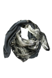 Clara Kaesdorf Scarf Ice-Crystal Grey - Front cropped
