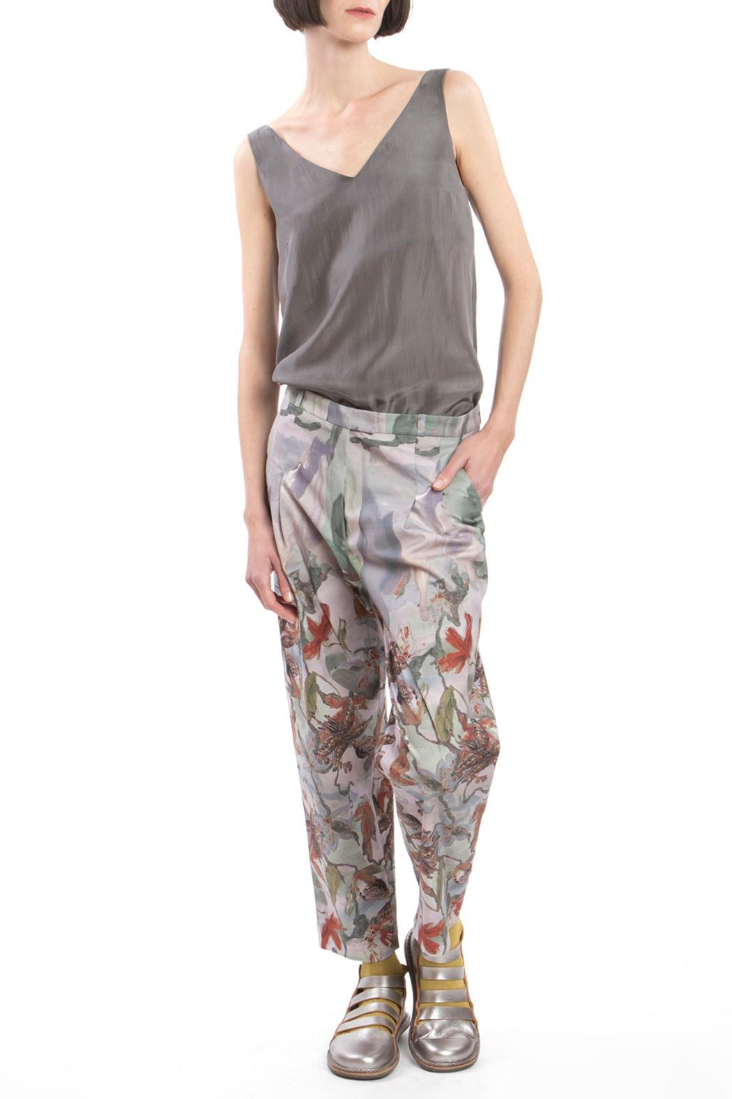 Clara Kaesdorf Trousers Flower Red - Back Cropped Image