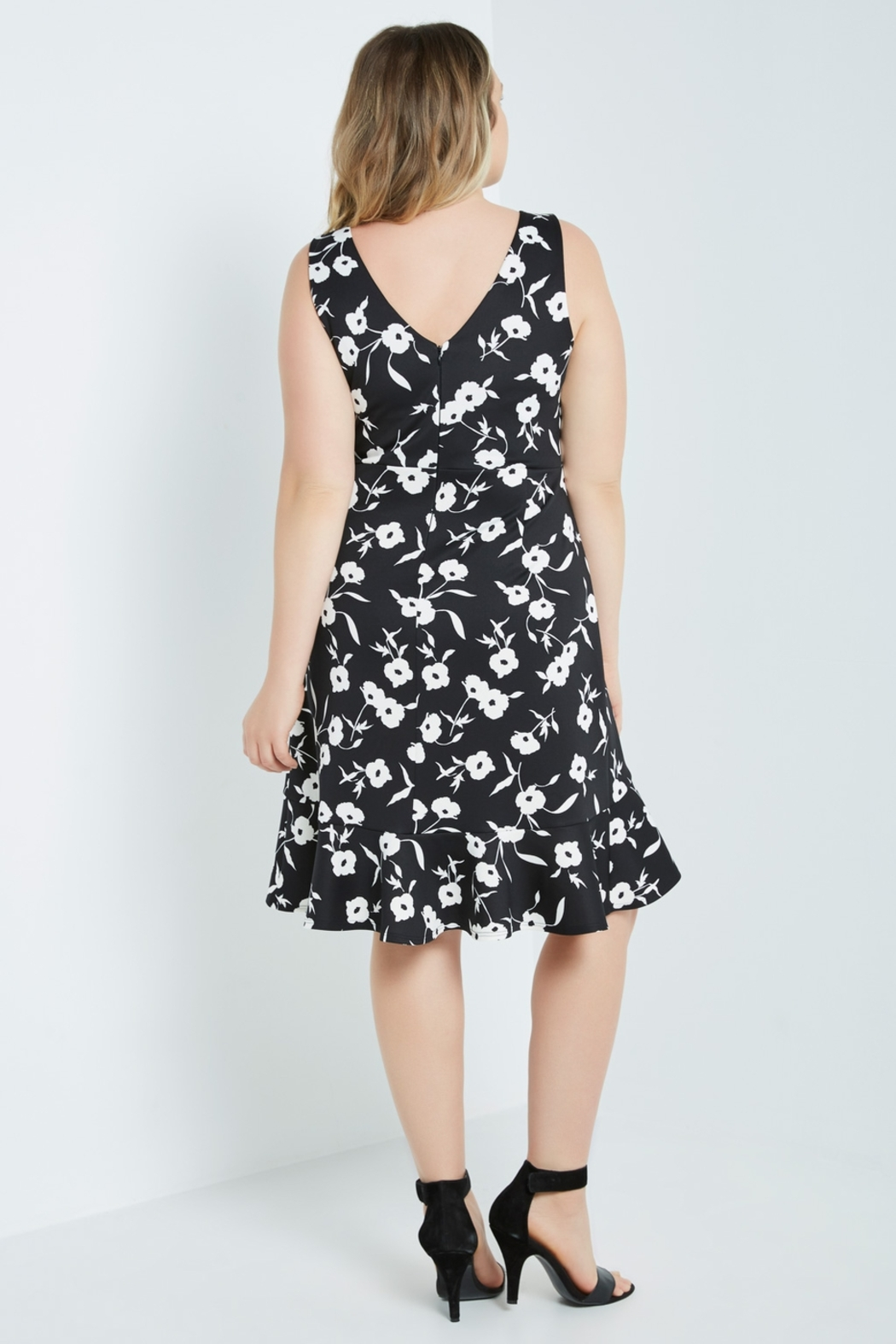 MaiTai Classic B&W Floral Dress - Side Cropped Image