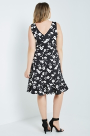 MaiTai Classic B&W Floral Dress - Side cropped