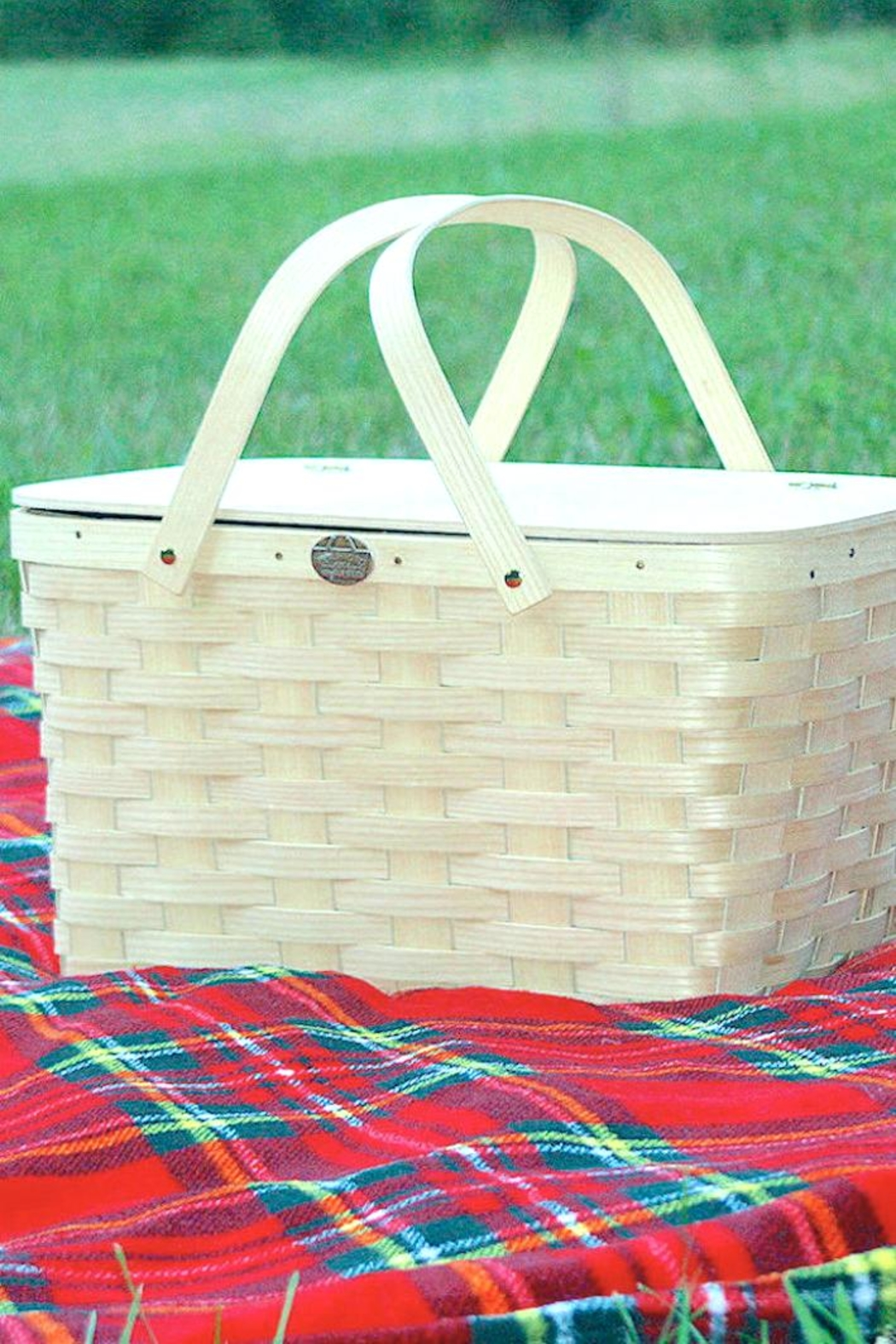 Peterboro Basket Company Classic Picnic Basket - Front Cropped Image