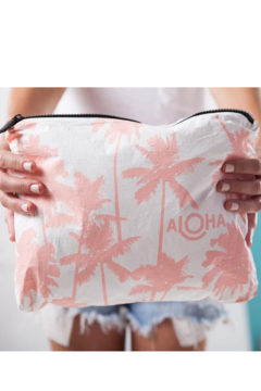 Aloha Collection Coco palms zipper bag - Alternate List Image