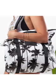 Aloha Collection Coco palms zipper tote - Front full body