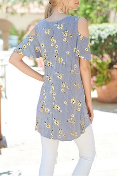 Trend:notes Cold-Shoulder Floral Top - Alternate List Image