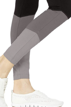 Lyssé Color Blocked Legging - Alternate List Image