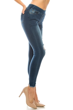 Color 5 Distressed Denim Jegging - Alternate List Image