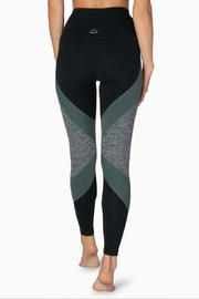 Beyond Yoga Colorblocked Hw Legging - Back cropped