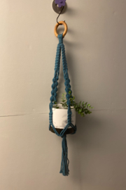 Creative Cords Colored macrame plant holder - Front cropped