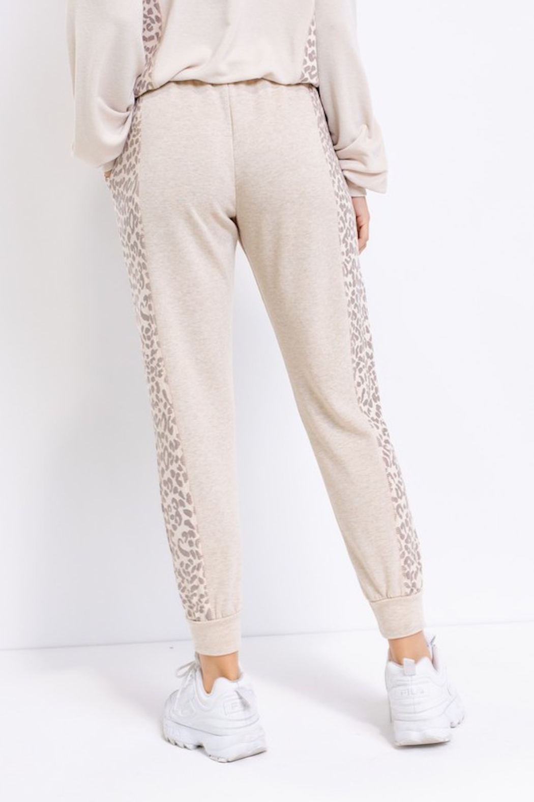 Le Lis Comfy Contrast Joggers - Side Cropped Image