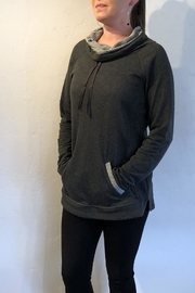 Keren Hart Comfy Pocketed Pullover - Front cropped