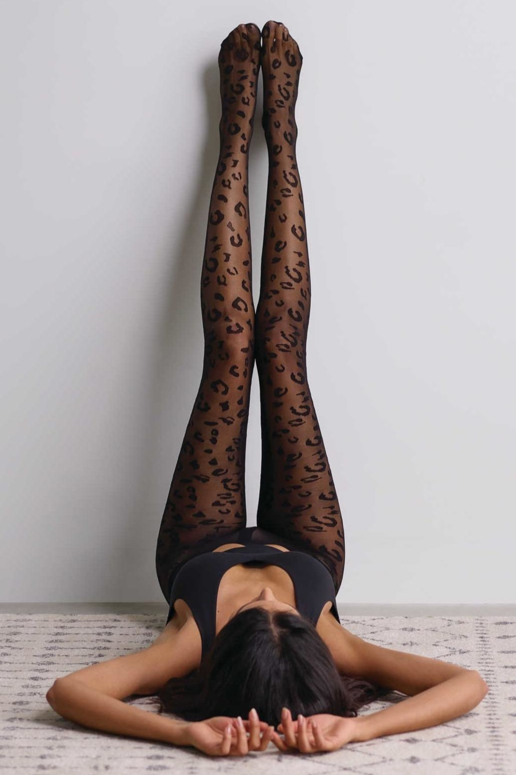 Commando Leopard Sheer Hosiery - Side Cropped Image