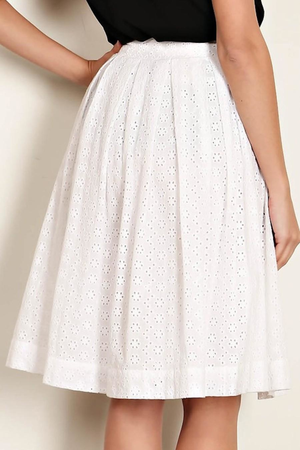 Comme Toi White Eyelet Skirt - Side Cropped Image
