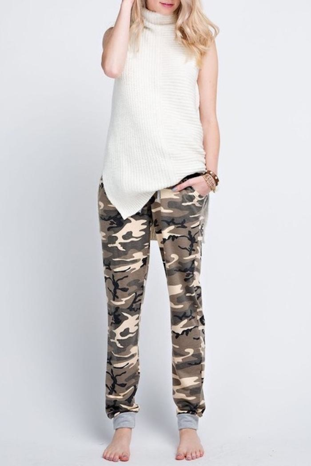 Compendium boutique Camo Jogger Pants - Side Cropped Image