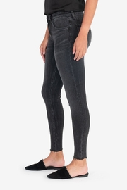 Kut from the Kloth CONNIE ANKLE RAW HEM - Front full body