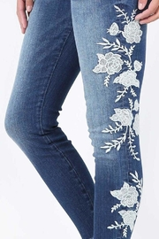 Kut from the Kloth Connie Embroidered Skinny - Front full body