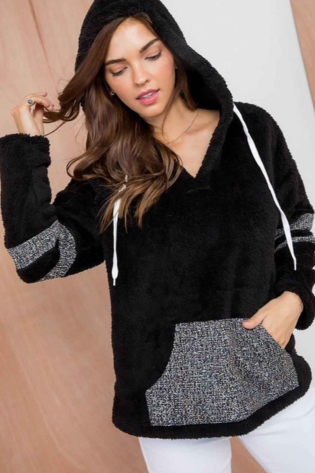 Top Style Contrast Front Pocket Long Sleeve V Neck Hoodie Knit Top - Main Image