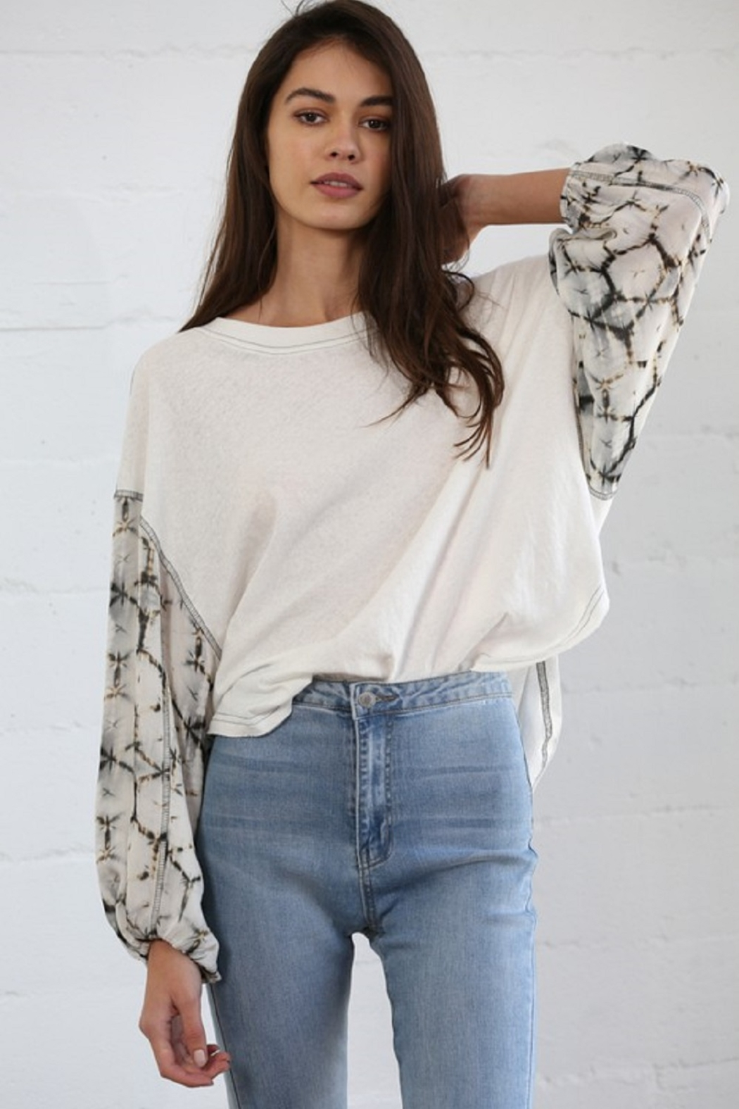 By Together Contrasted Sleeve Top - Side Cropped Image