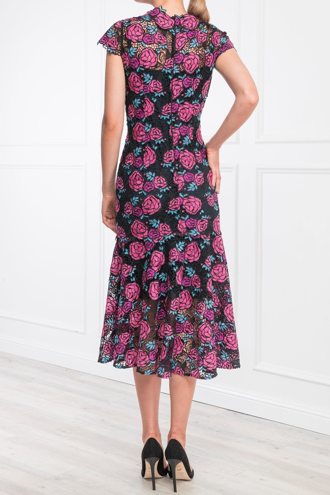 Moss and Spy Corinne Floral Dress - Side Cropped Image