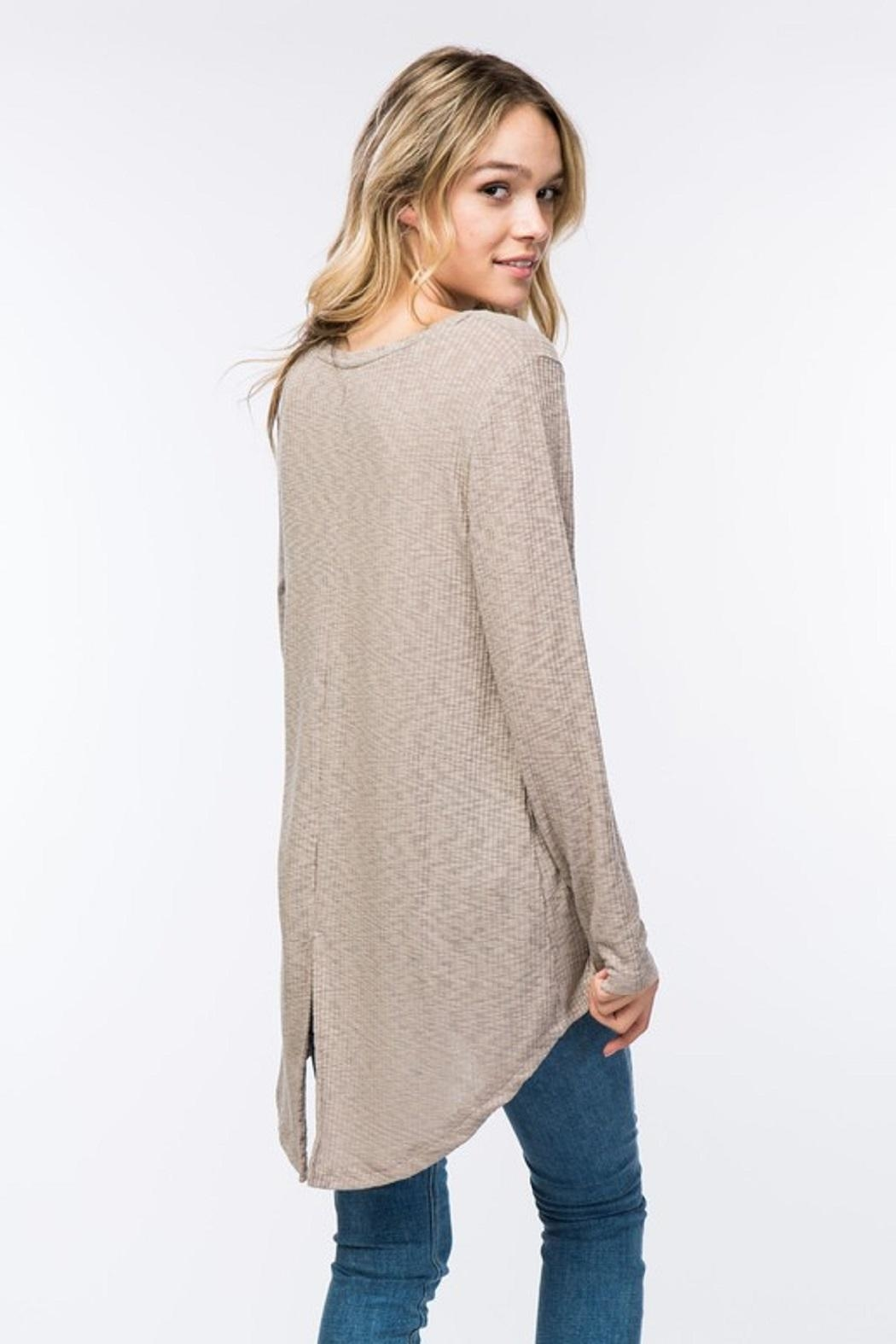 COVERSTITCHED Ribbed Hi-Lo Top - Side Cropped Image