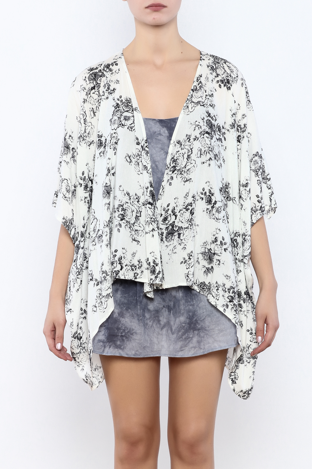 Coveted Clothing Floral Kimono - Side Cropped Image