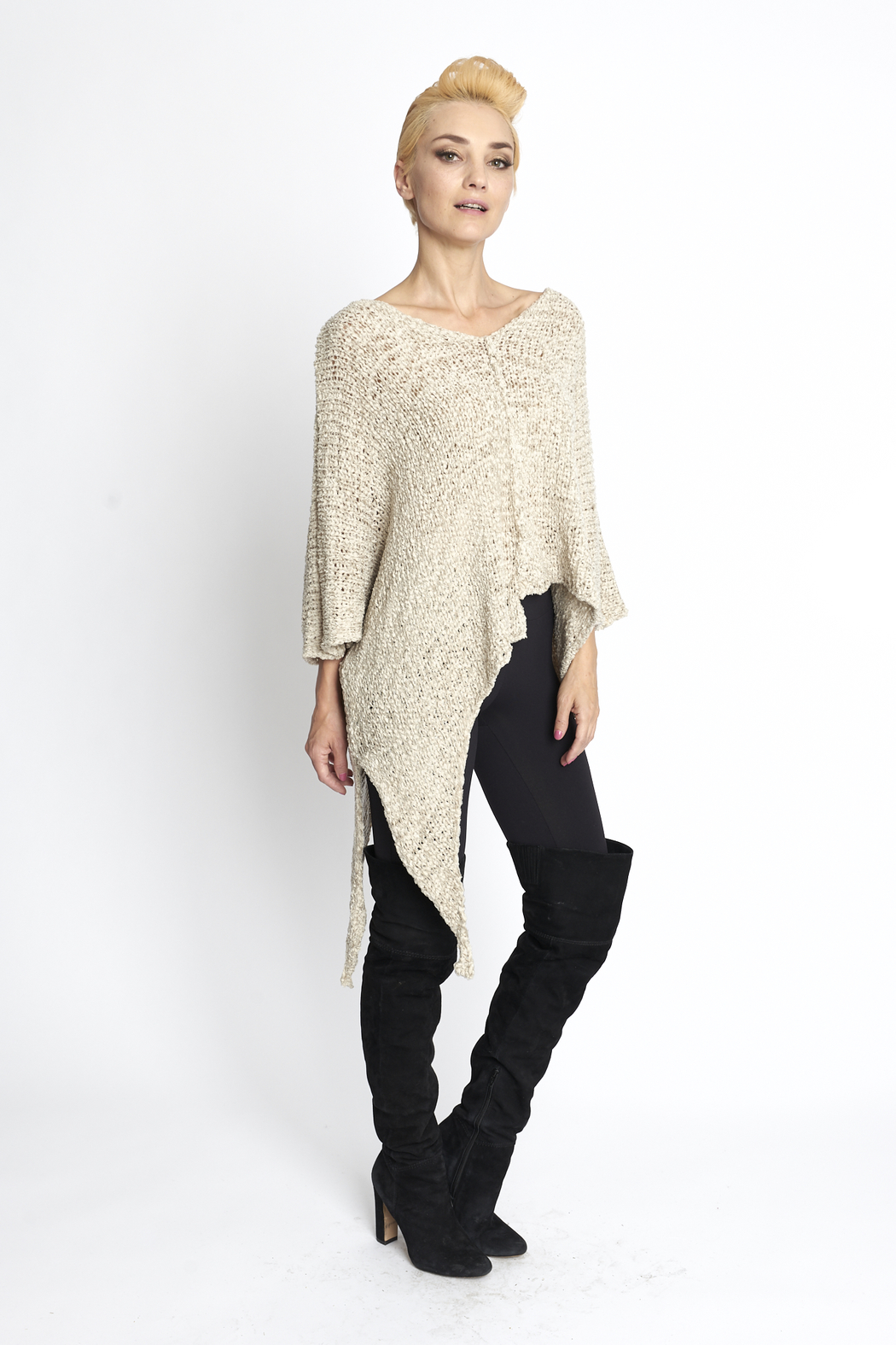 B&K moda Cozy Lightweight Pullover - Front Cropped Image