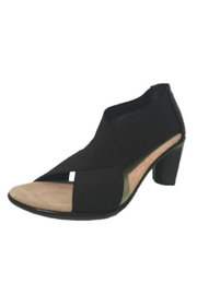 CHARLESTON Crawford Cross Heel - Front cropped