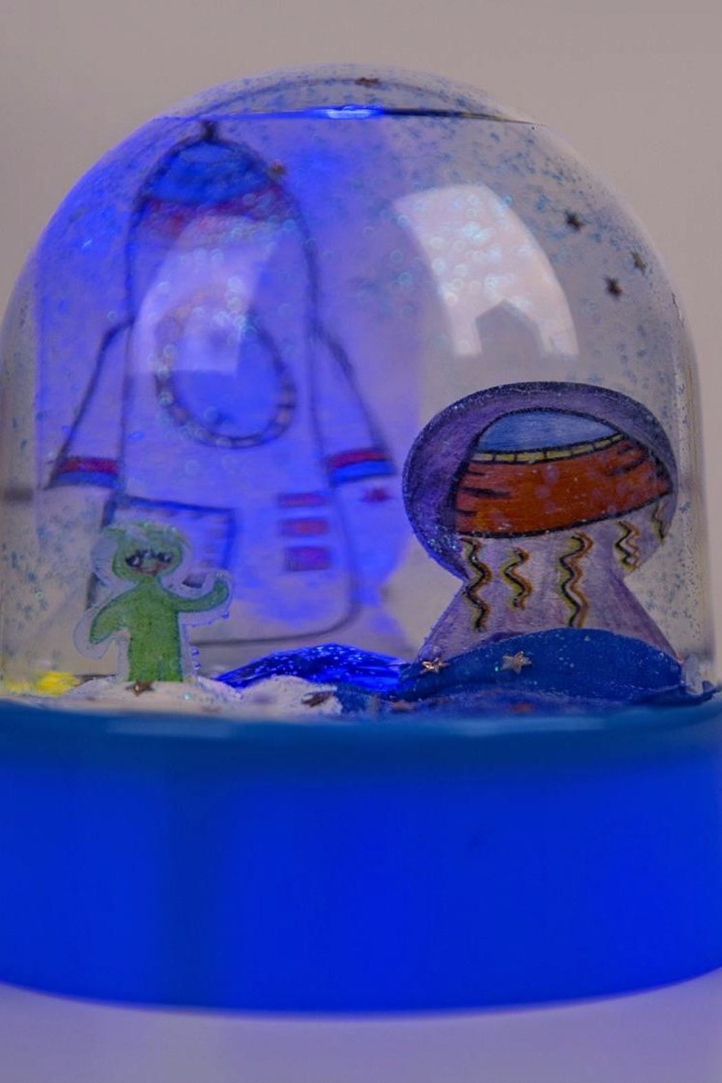 Creativity for Kids Lightup Water Globe - Back Cropped Image