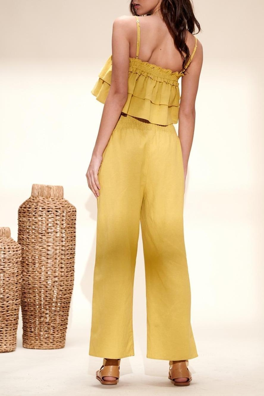 crescent Camile Two Piece Linen Set In Lime - Side Cropped Image