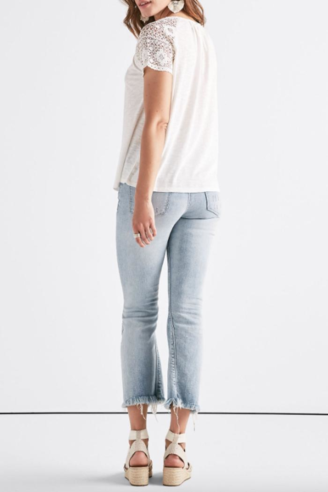 Lucky Brand Crochet Sleeve Tee - Side Cropped Image