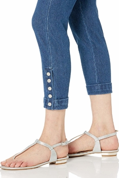 Lyssé Cropped Denim Leggings with Snap Bottom Cuff - Alternate List Image