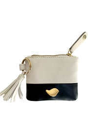Cuca y Paloma Dahlia Oyster Purse - Front cropped