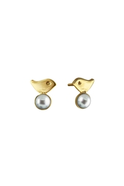 Cuca y Paloma Pearl Oriana Studs Earrings - Front cropped