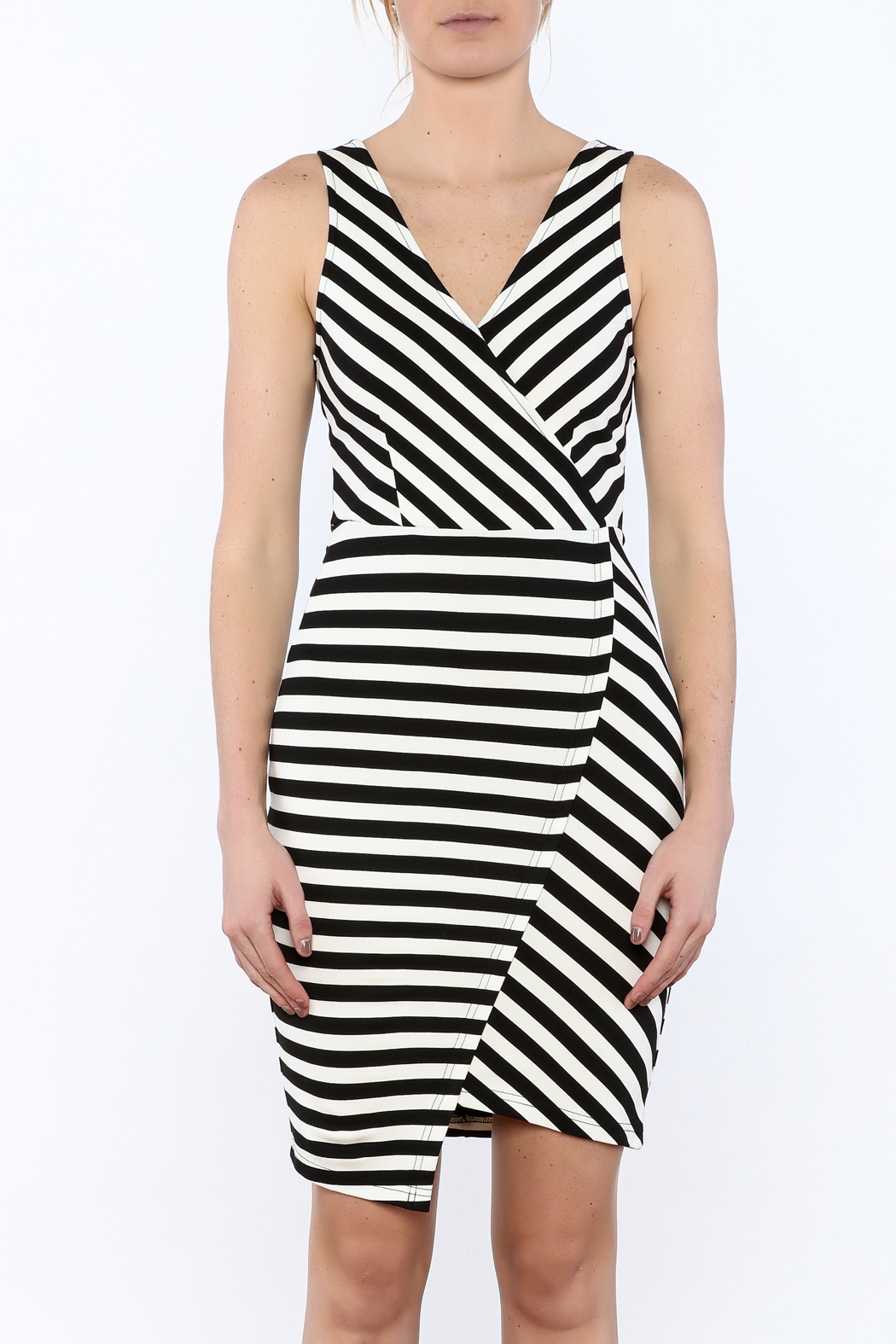 Cupcakes & Cashmere Sheldon Striped Dress - Side Cropped Image