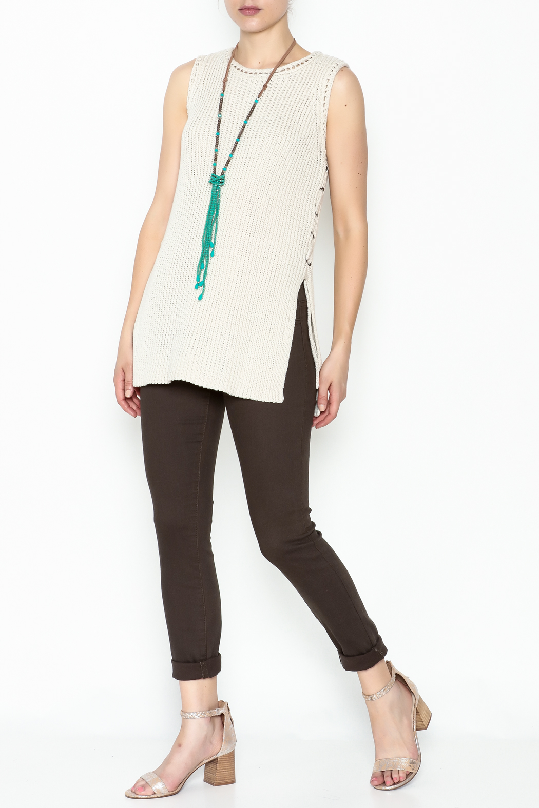 Cupcakes and Cashmere Paxton Sleeveless Sweater - Side Cropped Image