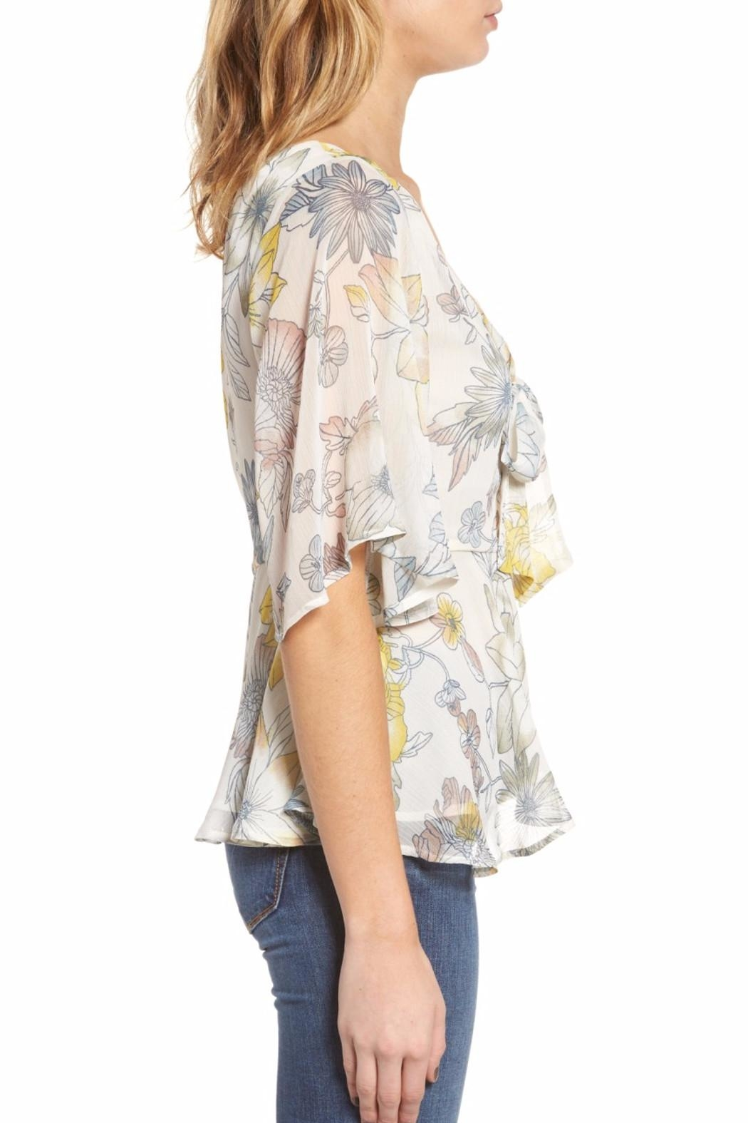 Cupcakes & Cashmere Keenan Floral Blouse - Side Cropped Image