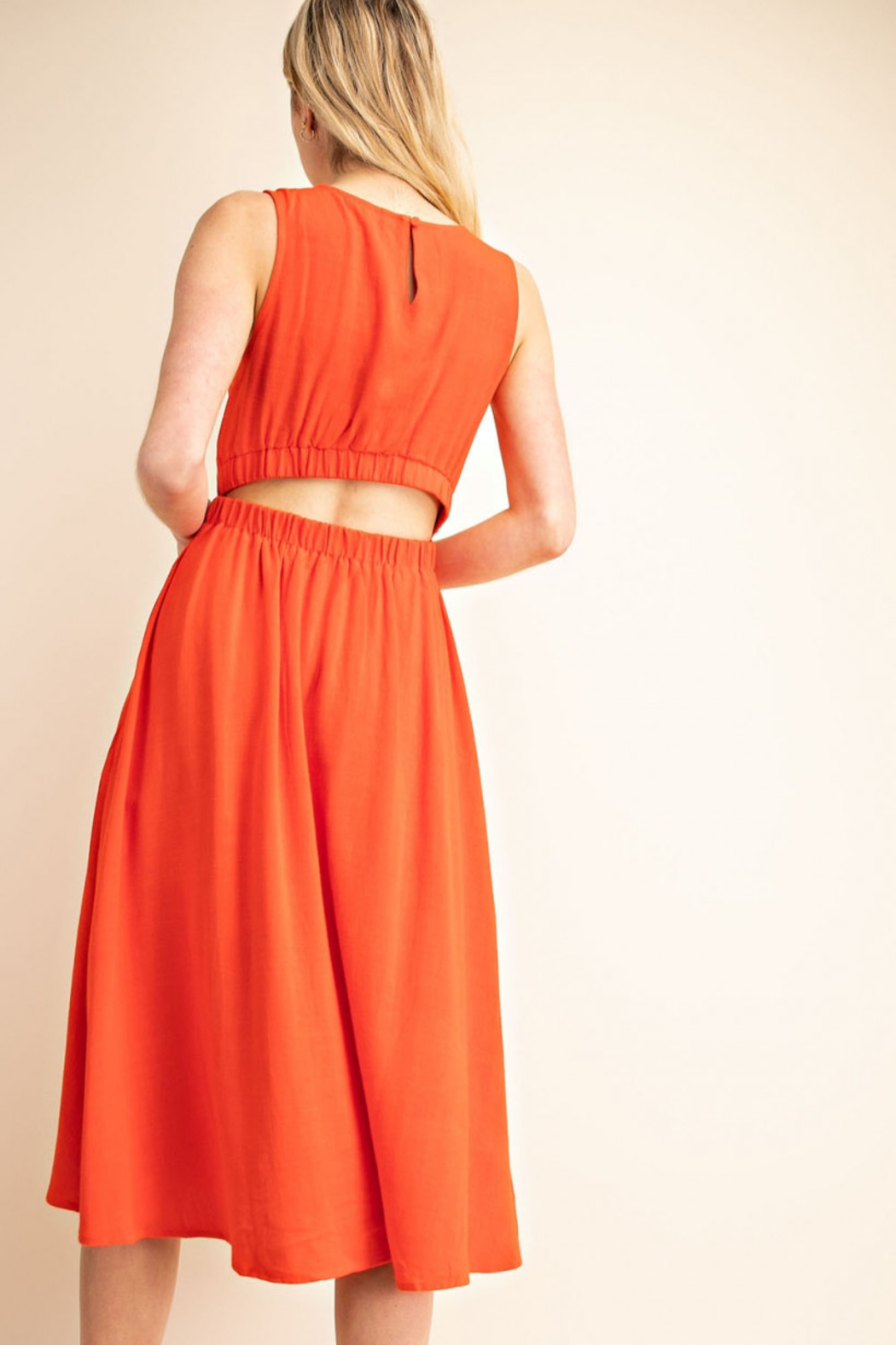 Gilli  Cut-out Back Dress - Side Cropped Image