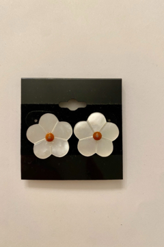 tesoro  Daisy Shell Studs - Alternate List Image