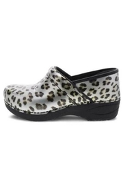 Dansko Xp2.0 Clogs - Front cropped