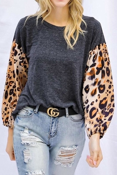 Davi & Dani Contrast  Leopard Top - Alternate List Image