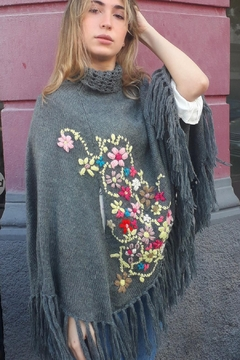 De Mil Amores Buenos Aires Poncho Embroidery - Product List Image