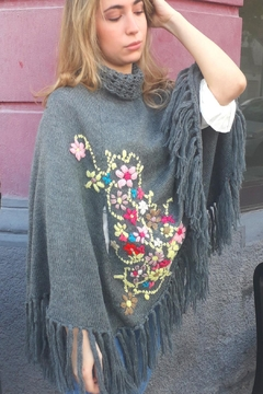 De Mil Amores Buenos Aires Poncho Embroidery - Alternate List Image