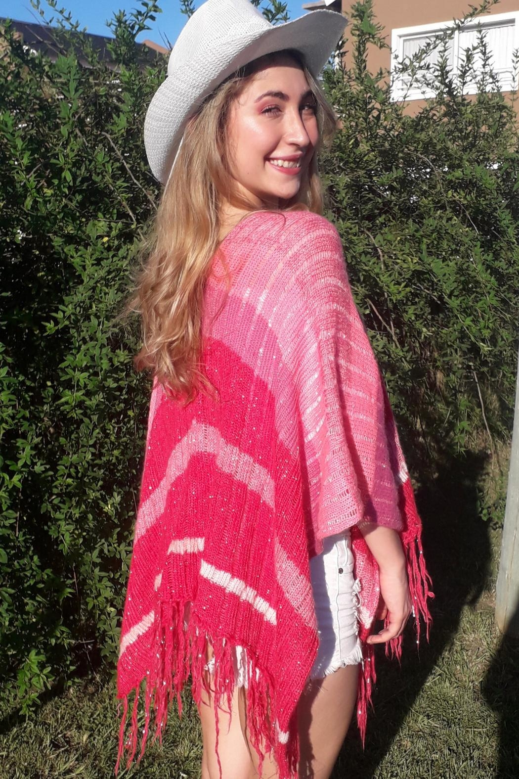 De Mil Amores Buenos Aires Poncho Magenta - Front Full Image