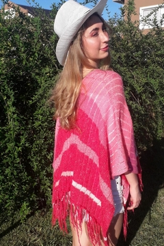 De Mil Amores Buenos Aires Poncho Magenta - Product List Image