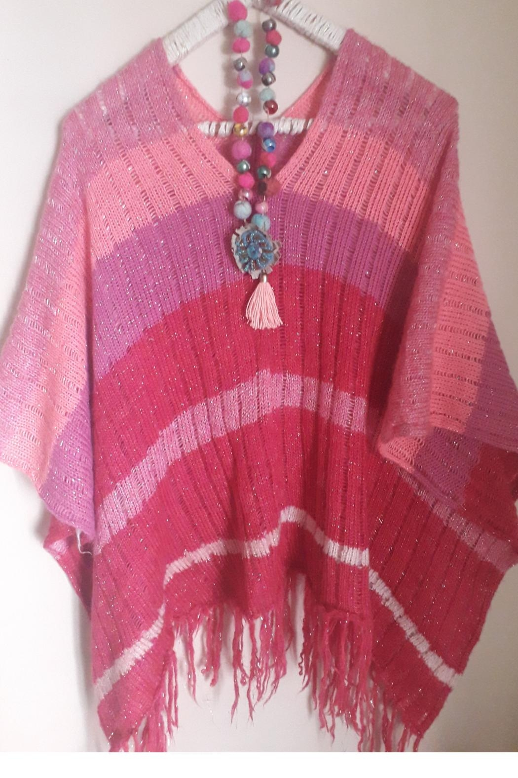 De Mil Amores Buenos Aires Poncho Magenta - Back Cropped Image