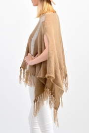 De Mil Amores Buenos Aires Pampa Poncho - Front full body