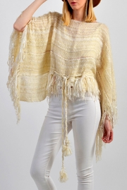 De Mil Amores Buenos Aires Reina Maxima Poncho - Front cropped