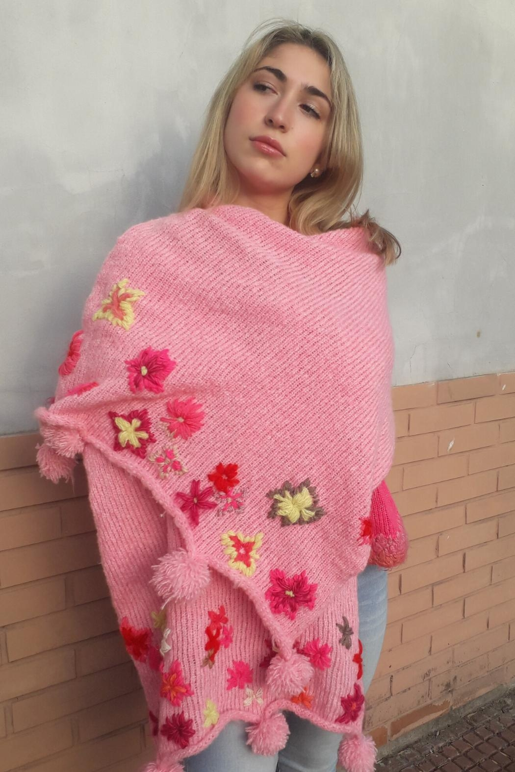 De Mil Amores Buenos Aires Wrap Scarf Embroidery - Front Full Image
