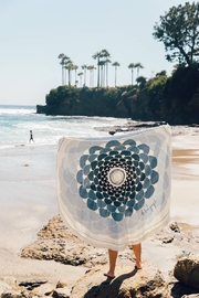 the beach people Deia Roundie Towel - Front cropped